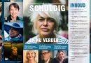 Documentairemakers serie Schuldig overhandigen Schuldig-magazine aan Jetta Klijnsma